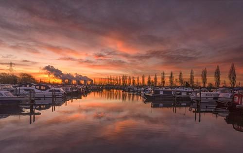 sunrise reflections boats dawn leicestershire moorings sawley sawleymarina narrowboats ratcliffeonsoarpowerstation sigma1020mmf4 nikond7000