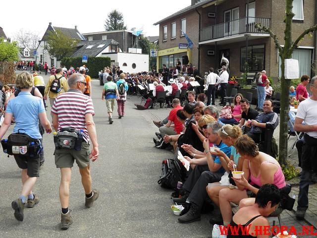 16-04-2011     Rode-Kruis   Bloesem   wandeltocht 26 Km (92)