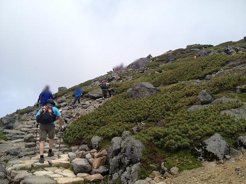 白山 御前峰 登山道 石段   by ichitakabridge