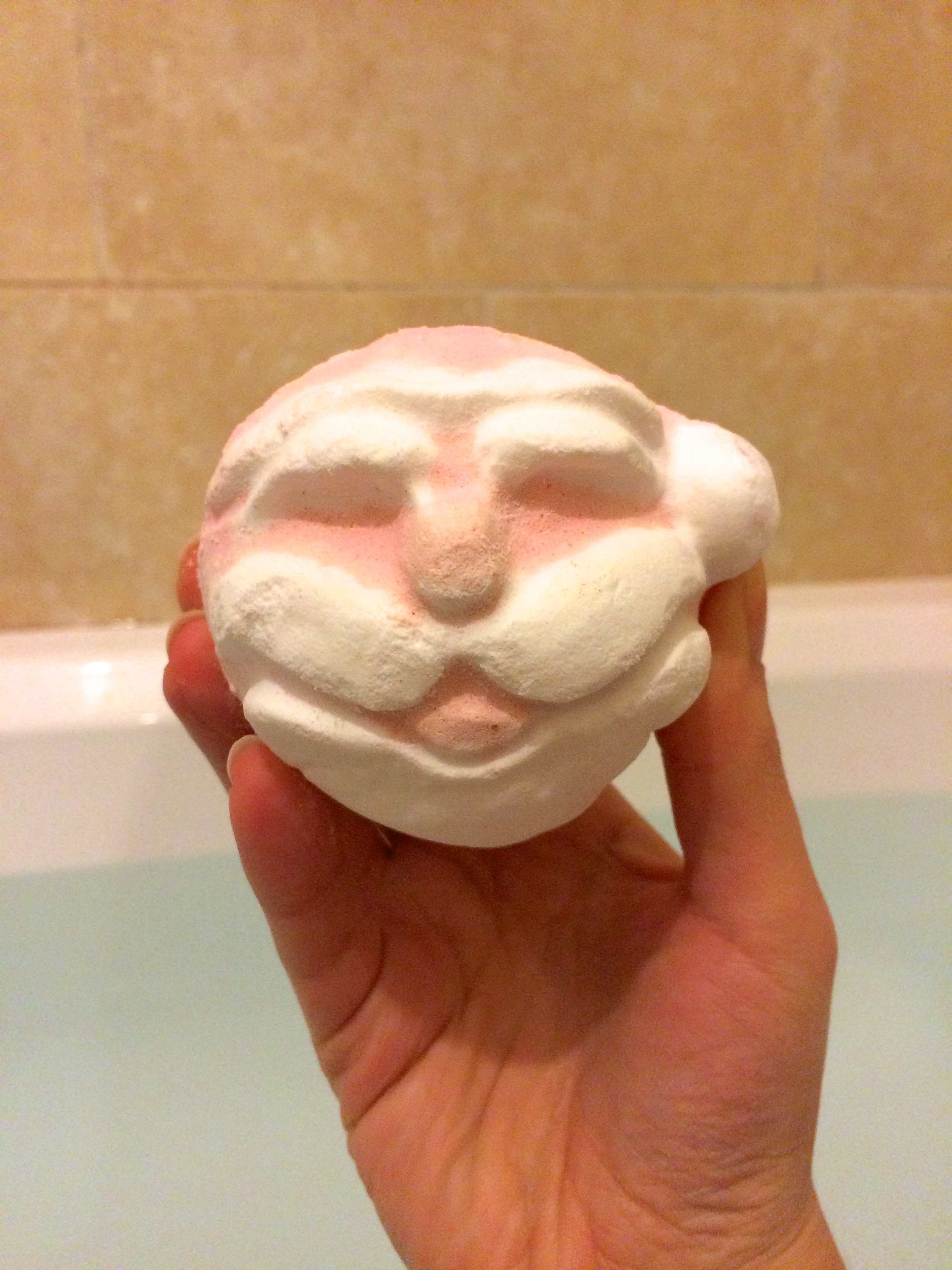 I tried the Lush Father Christmas Bath Bomb: A Review
