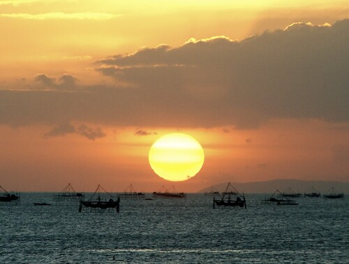 sunset sea orange sun colors clouds catchycolors boats bay colours ships manila