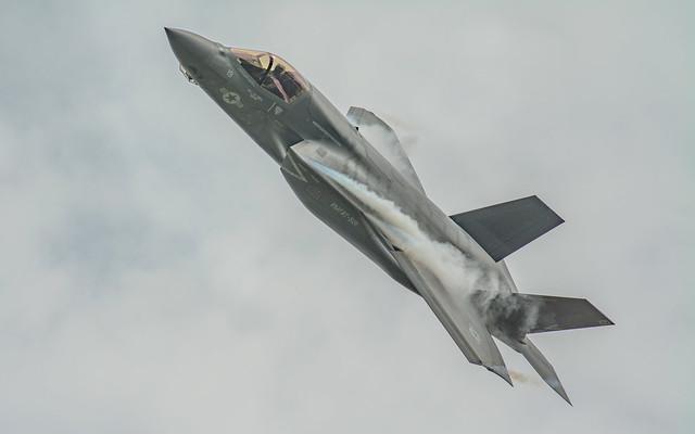 F35 Screams Past ...