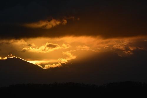 sunset sunlitclouds sunsetclouds sundown silhouette mountmisery sequeensland queensland australia clouds cloudscape illuminatedclouds mounttamborine