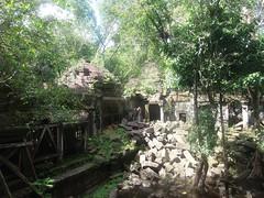 #7473 corridors and piles of stones