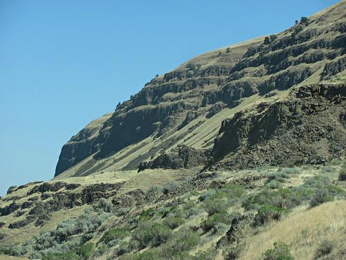 usa oregon arlington river unitedstates columbia cliffs gorge basalt i84 oregonfromamovingcar
