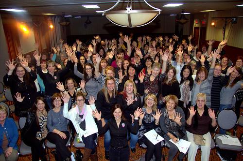 Females Posting and Cheering / Femmes qui posent et applaudissent