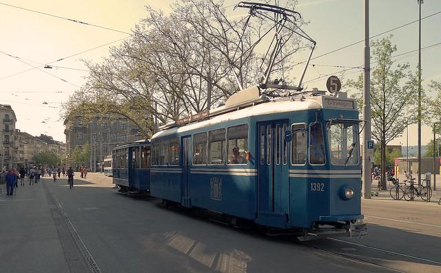 Tram Museum Zürich - Ce 4/4 1392 mit Zweiachsanhänger beim Bellevue