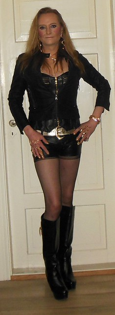 #leather #hotpants #boots #highheels #gold #nylons #tights #pantyhose #feelingood