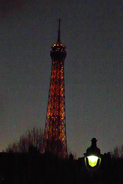 5 - Paris Depuis le métro Invalides, vue sur la Tour Eiffel