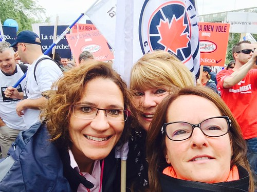 Females Posing for Selfie at Rally / Femmes prenant un selfie à la manifestation
