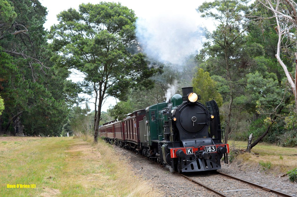K163 approaches Moorooduc with a pass. 8/2/15 by Dave O'Brien