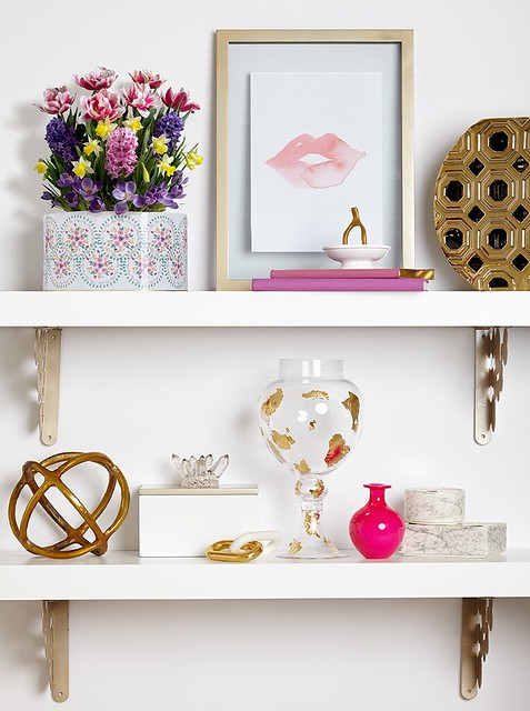 lips picture in a frame with flower pot decoration including hyacinth narcissus crocus Wirosa tulips art on shelves