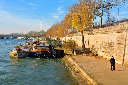 paris france quaidestuileries seine river fleuve boat jeanbart arbois barge quay dock quai winter hiver nikon d7100 tokina lens 1228mmf4g dx pantchoa françoisdenodrest pantxoa