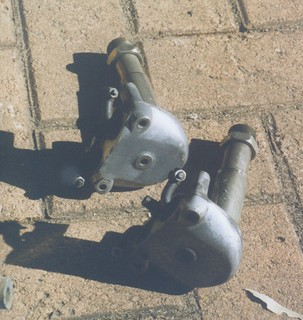 A pair of Taylor Young accessory valve gear...picked up for $5 at one of Harry's auctions (it was in with a pallet of gear most of it NOS bought for $5)