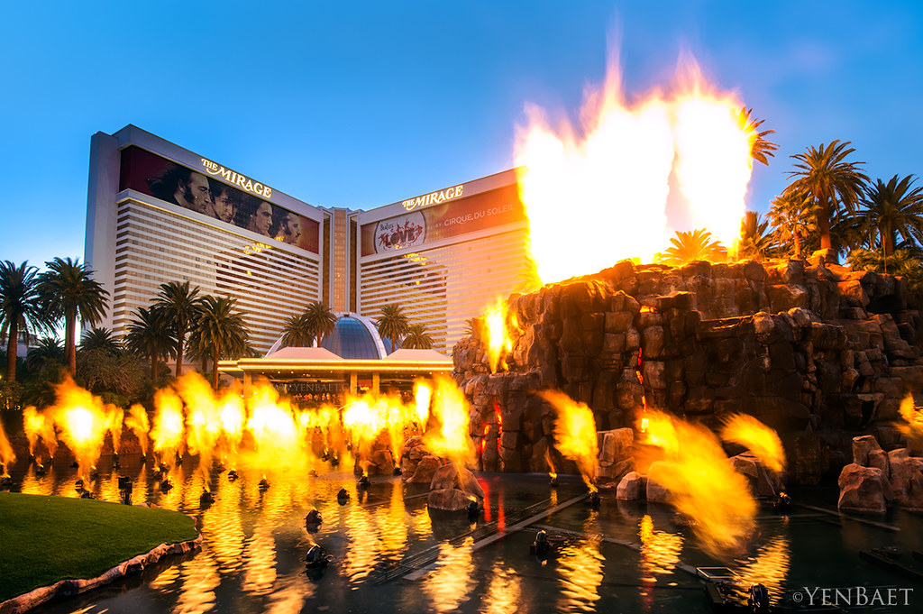 Las Vegas - The Mirage Volcano Eruption | The Mirage - Las V… | Flickr