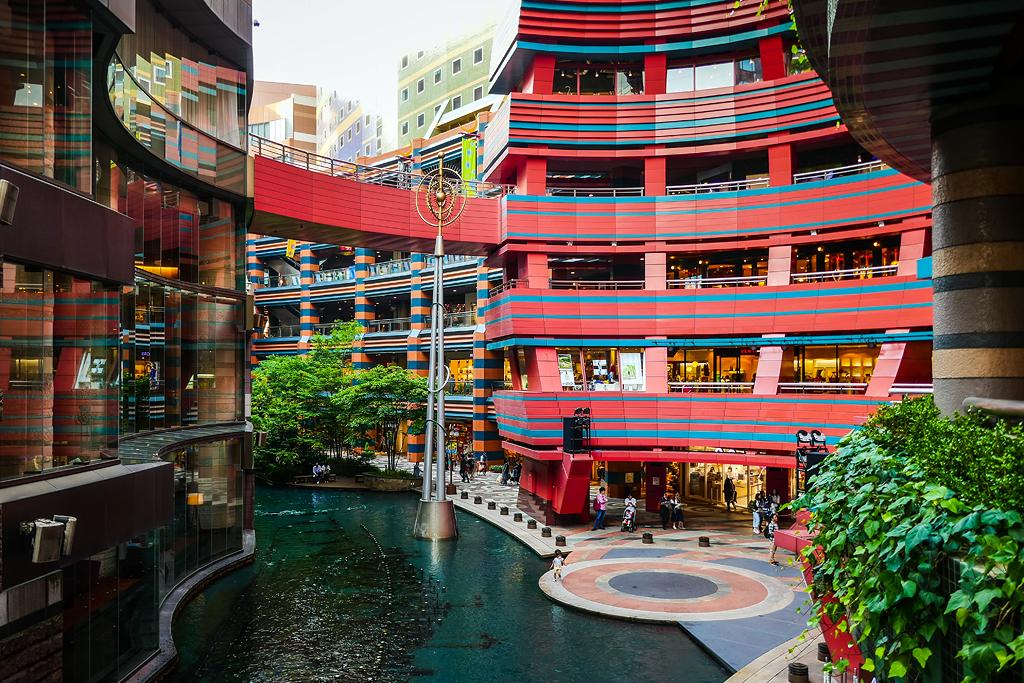 Kết quả hình ảnh cho Hakata Canal City