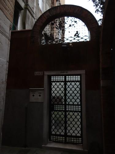 Ich hätte nicht gedacht, daß die Phantasie in Venedig so verwildern könnte wie dieses  Product eines verwilderten Durcheinander von Poesie, Phantasterei, Albernheiten und Grillen 01026