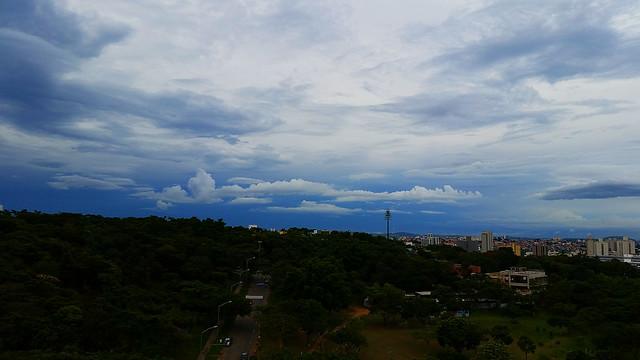 O céu se preparando para chuva...