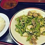 Dinner: 輕食的店 紅寶石,炒苦瓜簡餐