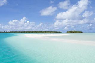 Aitutaki, Cook Islands   by Farfelue