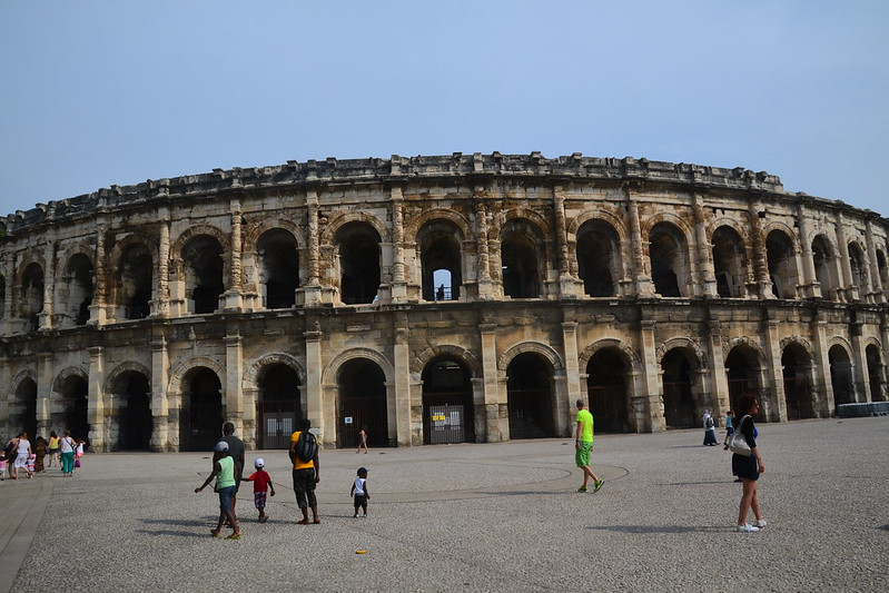 Nîmes arènes au petit matin