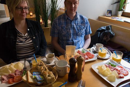 Aamiaispöytä