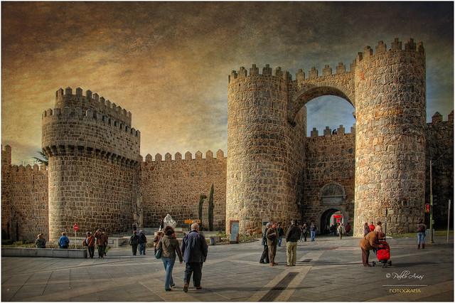 (060/15) Puerta del Alcázar en la muralla de Avila