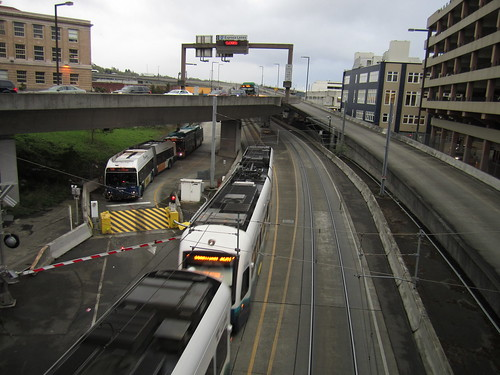 ST Express 9641K waiting for Link under Airport Way & 5th