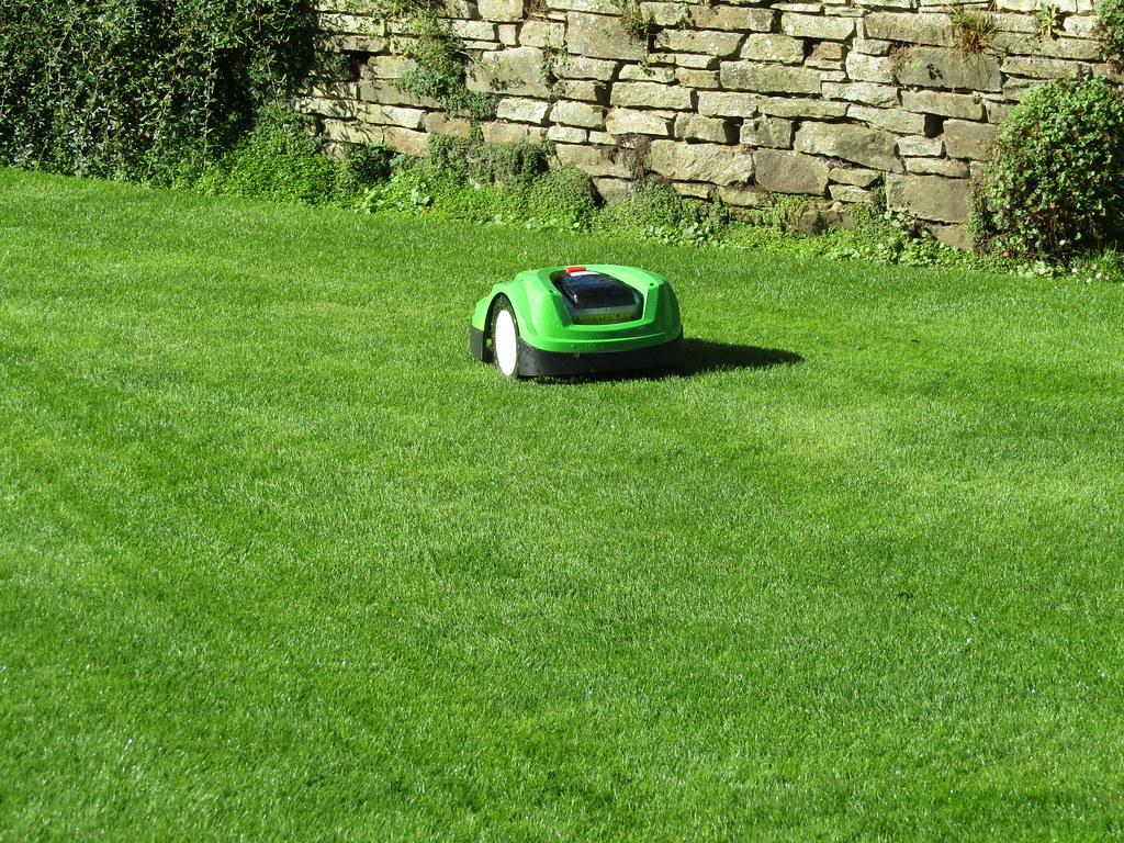 Lawn mowing robot!