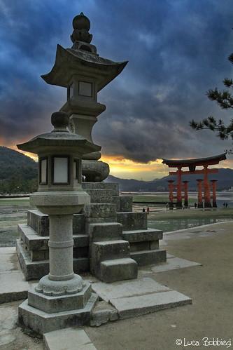 sunset japan lanterne tramonto miyajima tori canonef1740mmf4lusm canoneos7d