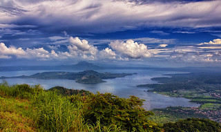 Taal Lake and Volcano, Tagaytay, Philippines | by Ray in Manila