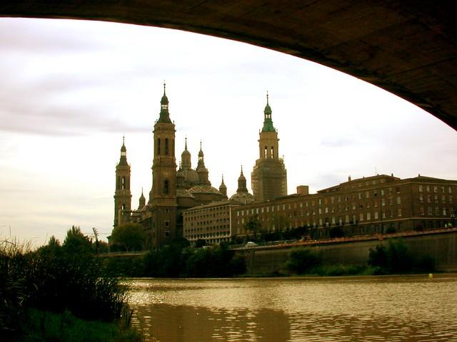 Basilica del Pilar  y rio Ebro