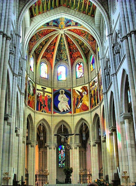 2006_madrid_catedral_almudena_capela_mor02
