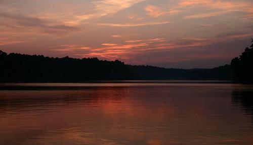 pink sunset sky sun lake clouds virginia purple 2006 va endofday fairfaxva easternnorthamericanature fountianhead