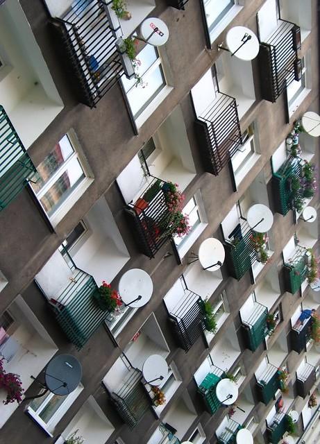 Satellite dishes / Vétel, vétel...
