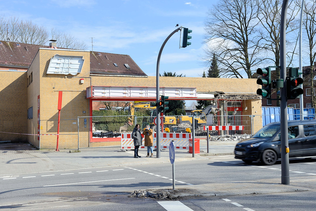 d07613986dacf1 DSC 5307 Abriss der Ladenzeile an der Langenhorner Chaussee   Höhe  Stockflethweg in Hamburg Langenhorn.