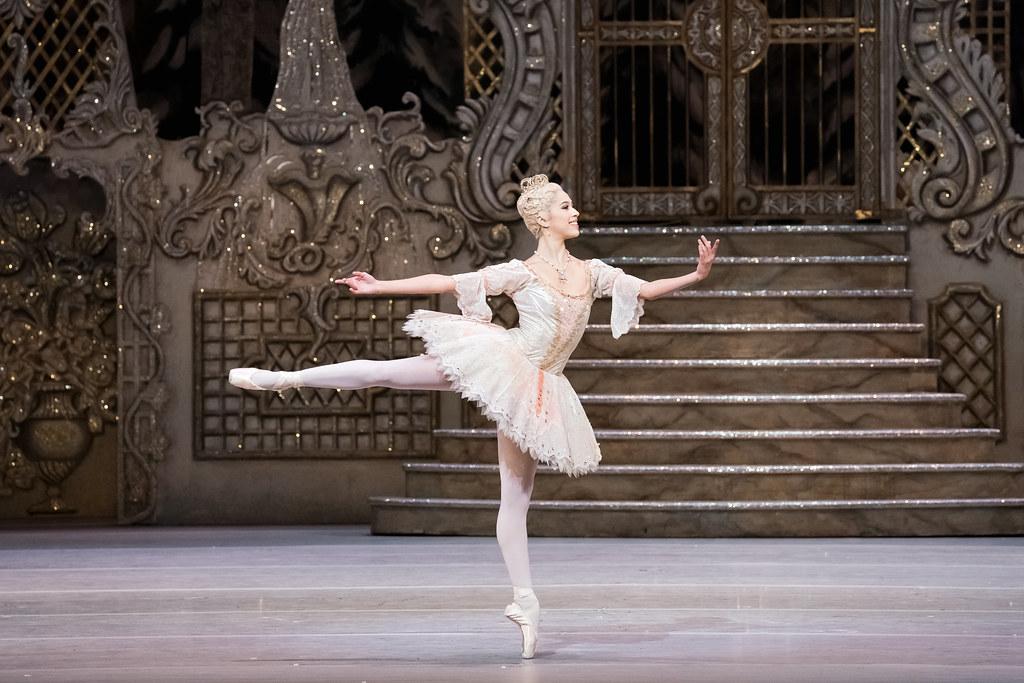 Beatriz Stix-Brunell as The Sugar Plum Fairy in The Nutcracker, The Royal Ballet © 2017 ROH. Photographed by Karolina Kuras