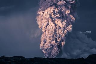 volcano-eruption-calbuco-chile-11__880   by Andiseño Estudio