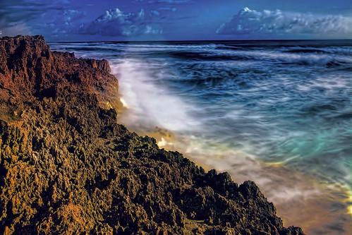 longexposure blue waves florida atlanticocean saltwater martincounty sunshinestate hutchinsonisland gilbertshouseofrefuge anastasialimestoneformation stlucierocks anastasiarocks
