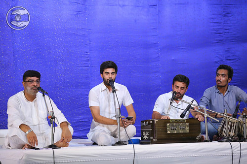 Devotional song by Narinder and Saathi from Sant Nirankari Colony, Delhi