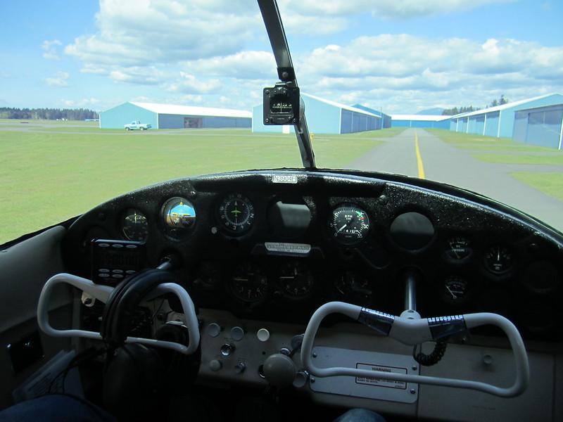 N3904F (Cessna 172) cockpit