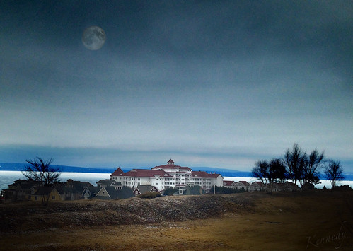 moon lake snow ice water vintage bay inn view dusk michigan petoskey bayharbor littletraversebay theinnatbayharbor