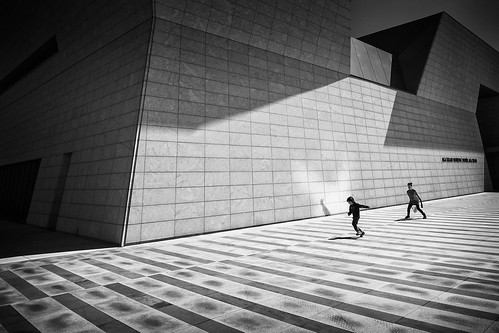 people bw toronto building architecture agakhanmuseum olympusomdem1