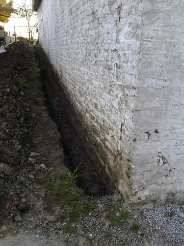 Travaux d étanchéités sur un mur en partie enterré.