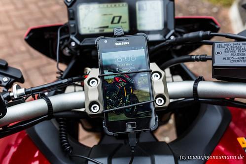 Yamaha MT 09 Tracer smartphone-1.jpg
