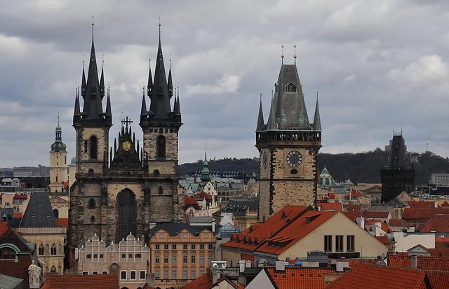 Praha - Týnský chrám a Staroměstská radnice z Astronomické věže Klementina