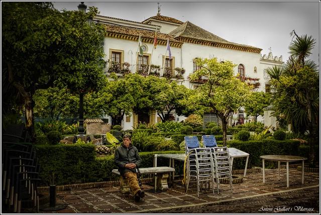 Esperant l'alcalde.  -  Esperando el Sr. Alcalde.  -  Waiting for Mr. Mayor. Marbella (Andalucia-Spain)