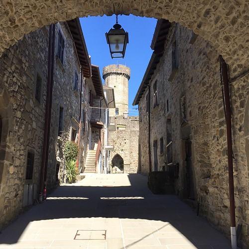 {under the arch}  #igersparmaintrasferta #villafranca #igersmassacarrara #socialmieleintour #socialmiele | by Morante Davide
