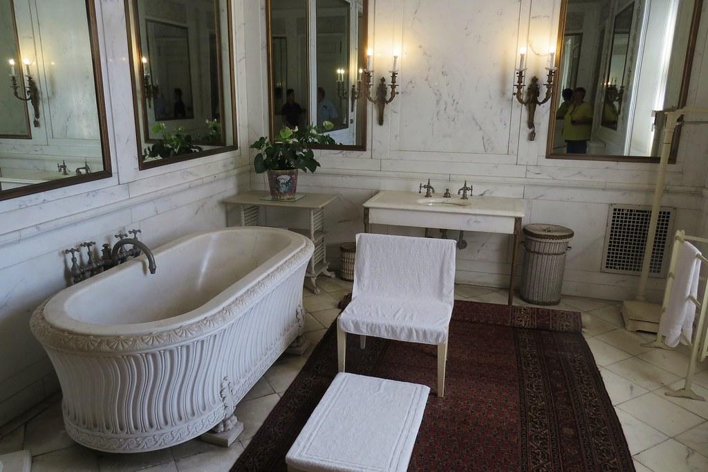 Newport The Breakers Mansion Mr Vanderbilts Bathroom
