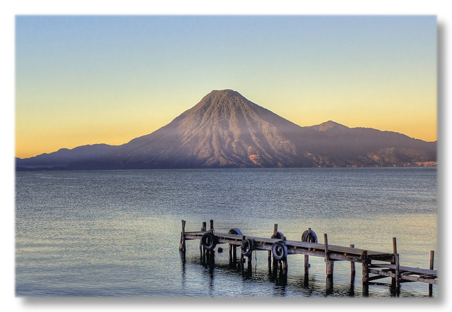 Panajachel GCA  - Lago de Atitlan with first sunlight over Volcán San Pedro 06